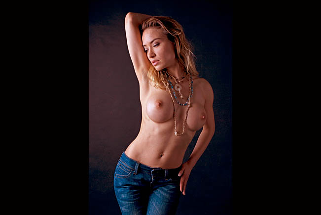 nude-in-blue-jeans-lia-may